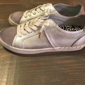 Dolce Vita 6.5 silver/taupe cute shoes